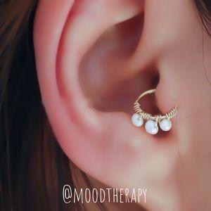 Real pearl tragus/cartilage hoop earring